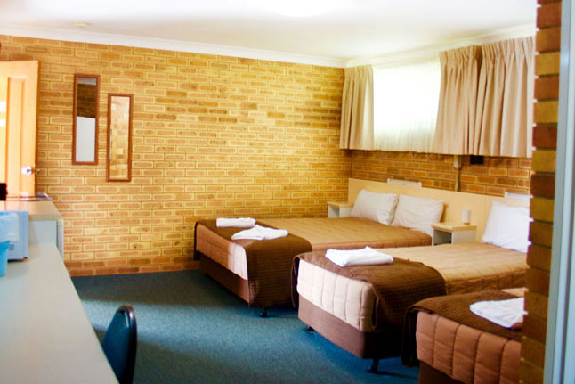 Buckaroo Motor Inn | Queen Bed & Two Single Bed Room